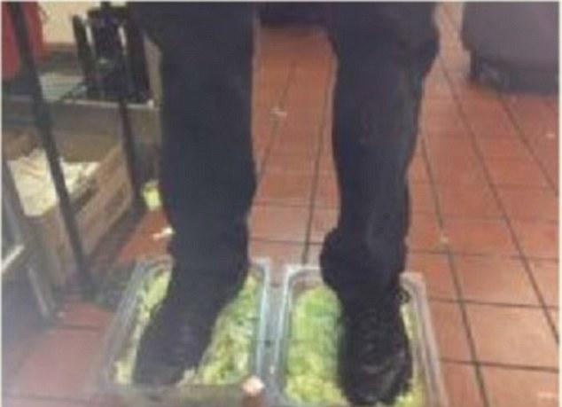 美国快餐店雇员自曝作恶照被人肉