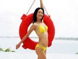 女星胸部不大没身材硬穿泳衣
