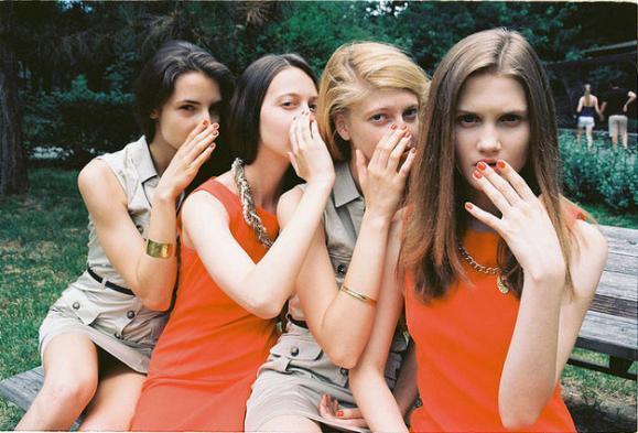 国外摄影师拍摄的青春期少女