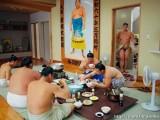 相扑手的日常生活 原来他们这样洗澡